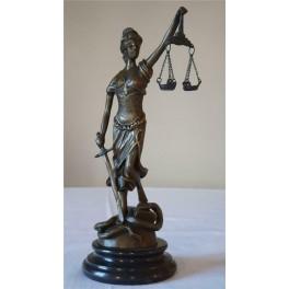 Teisingumo deivės Temidės bronzinės statula