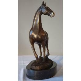 Stovinčio žirgo bronzinės statula