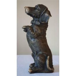 Šuns bronzinės statula