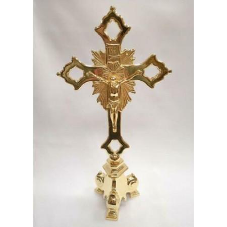 Pastatomas auksu dengtas kryžius